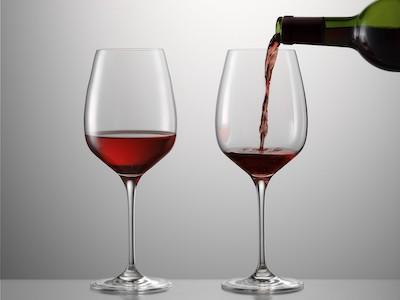 Rotweinglas eingießen Eisch